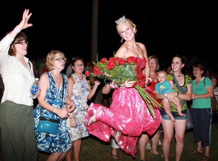 045 Fair Queen Contest.jpg