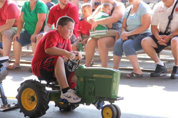 032 Pedal Tractor Pull 2013.jpg