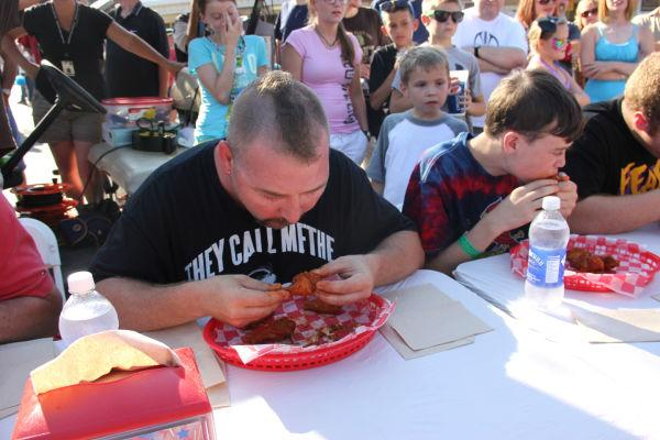 007 Hot Wings Eating Contest 2013.jpg
