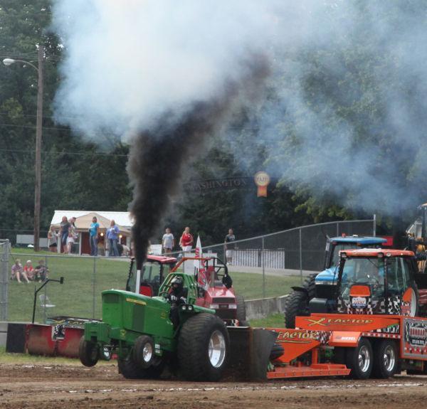 009 Tractor Pull Fair 2013.jpg