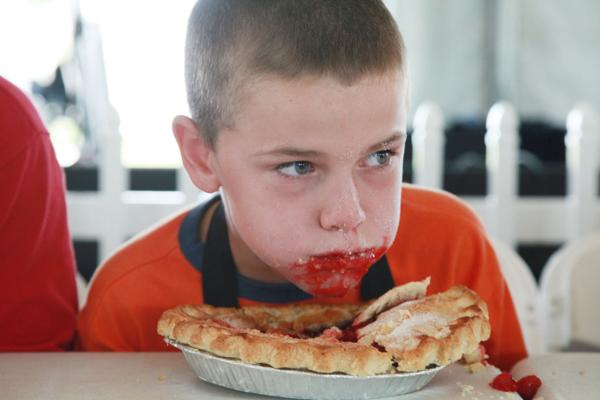 002 Pie eating Contest at fair 2014.jpg