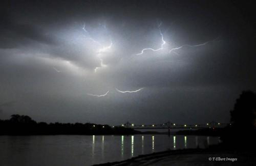 Lightning 2.jpg