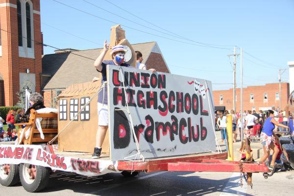 018 UHS Homecoming parade 2013.jpg