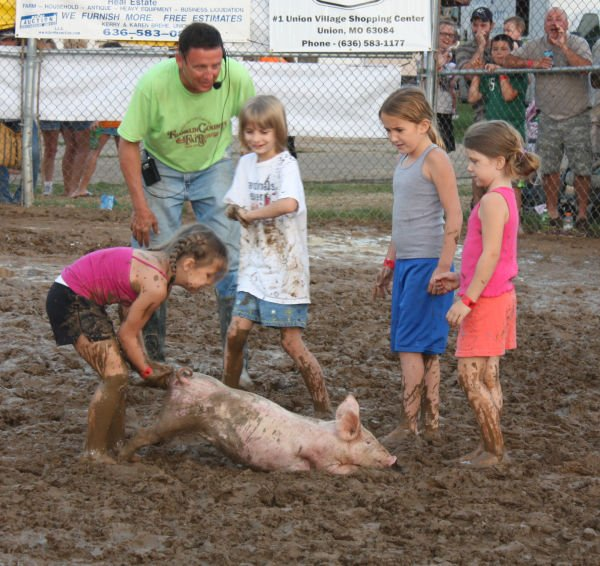 016 Franklin County Fair Pig Scramble.jpg
