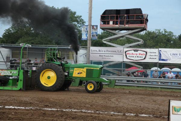 044 Tractor Pull Fair 2013.jpg