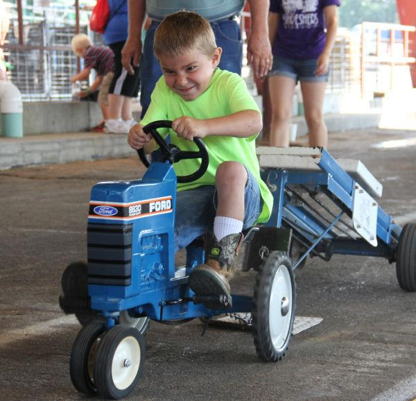 034 Pedal Tractor Pull 2013.jpg
