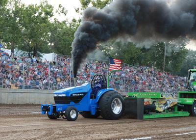030 Fair Tractor Pull.jpg