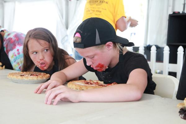 008 Pie eating Contest at fair 2014.jpg