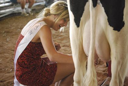 Milking Contest TC Fair 006.jpg