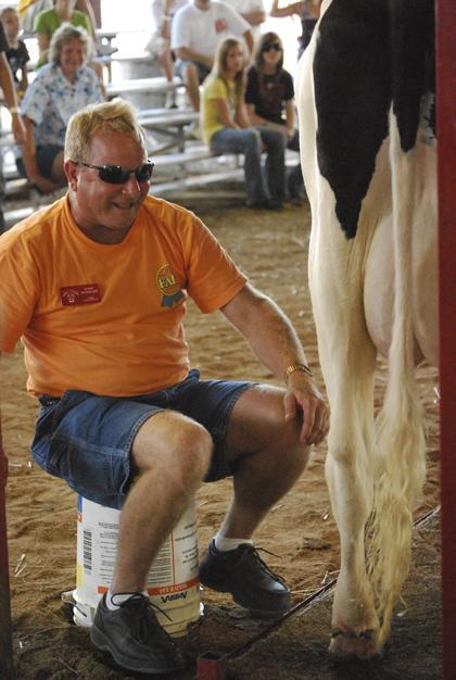 Milking Contest TC Fair 020.jpg