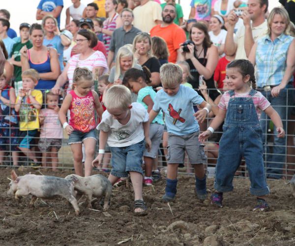 007 New Haven Youth Fair Pig Chase 2013.jpg