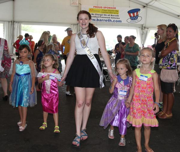 027 Queen for a Day 2014.jpg