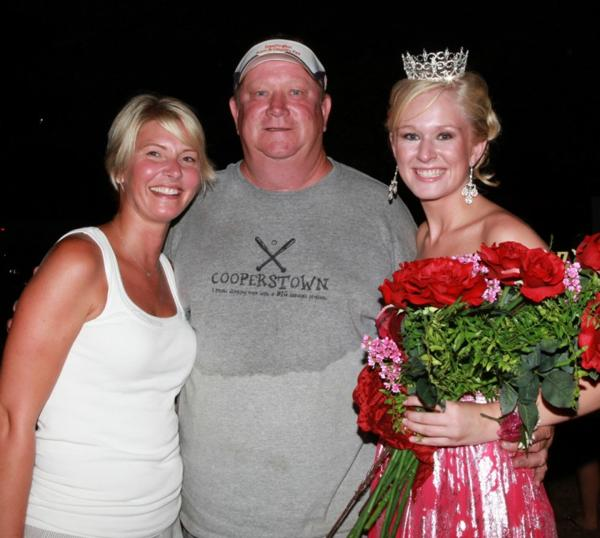 040 Fair Queen Contest.jpg