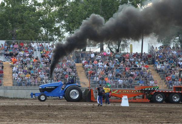 006 Tractor Pull Fair 2013.jpg