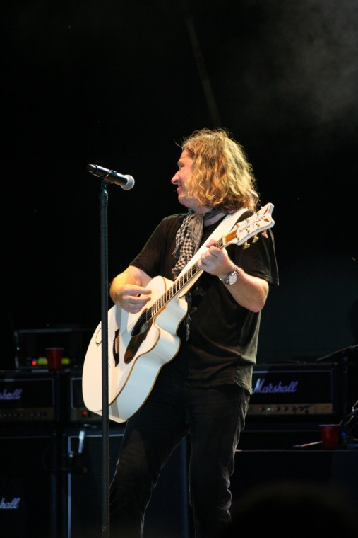 042Collective Soul Play TnC Fair 2011.jpg