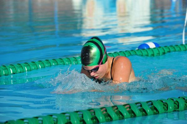 066UniIHSwim14.jpg