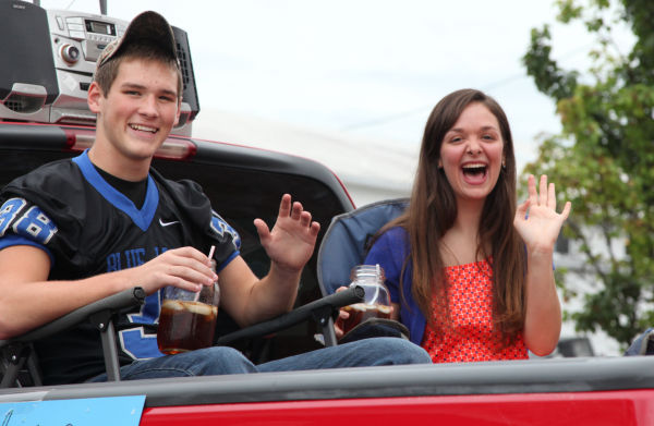 014 WHS Homecoming Parade 2013.jpg