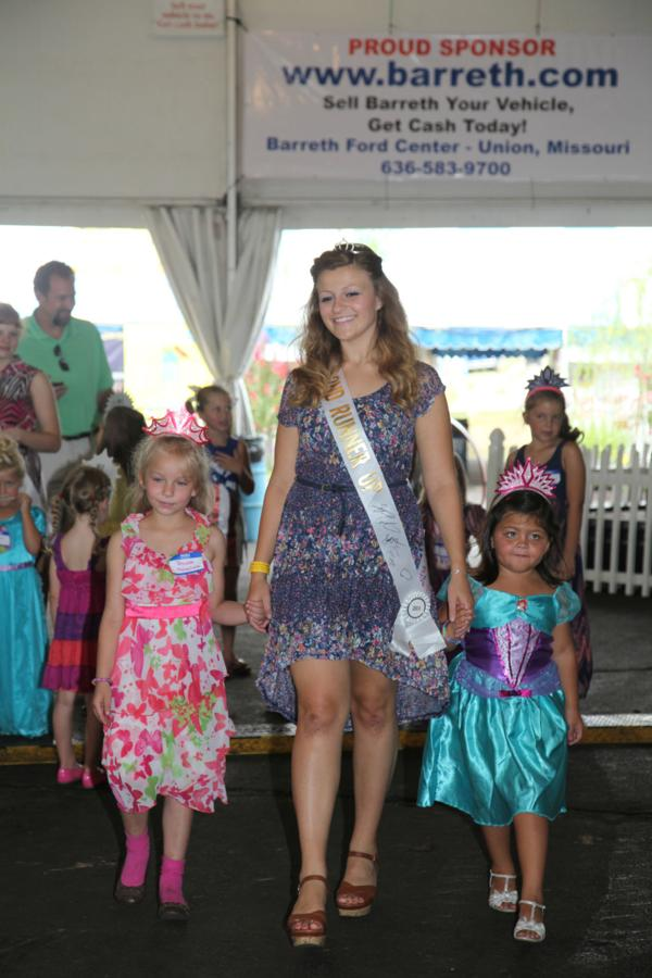 029 Queen for a Day 2014.jpg