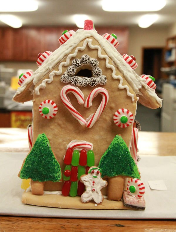 005 Gingerbread Houses 2013.jpg
