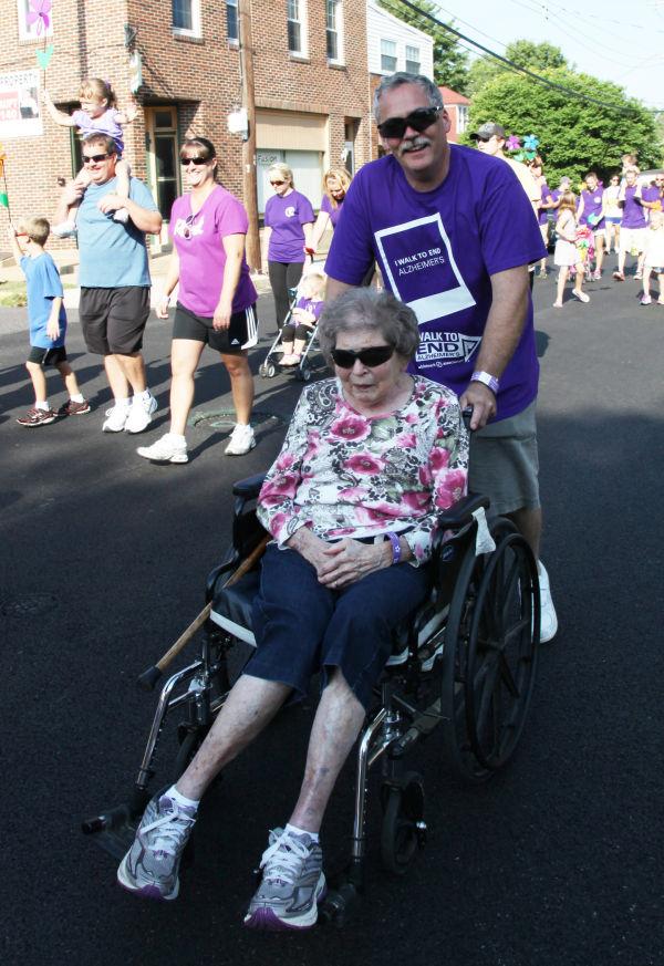037 Alzheimer Walk 2013.jpg