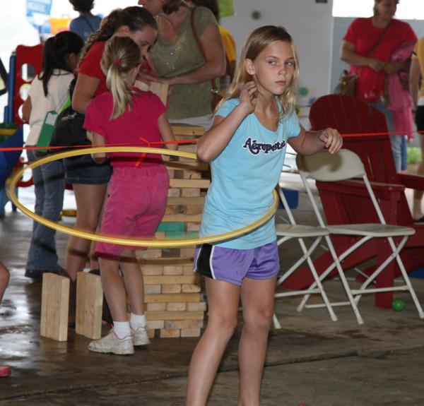 023 Fair Hula Hoop Contest 2014.jpg