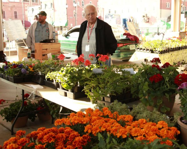 020 Washington Farmers Market Open 2014.jpg
