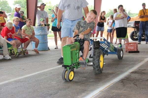 027 Pedal Tractor Pull 2014.jpg