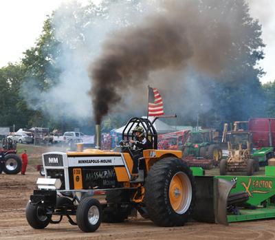 004 Fair Tractor Pull.jpg