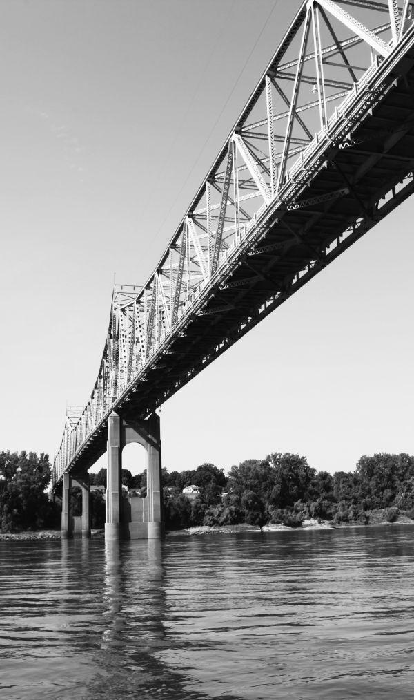 002 Missouri River Bridge in Black and White.jpg