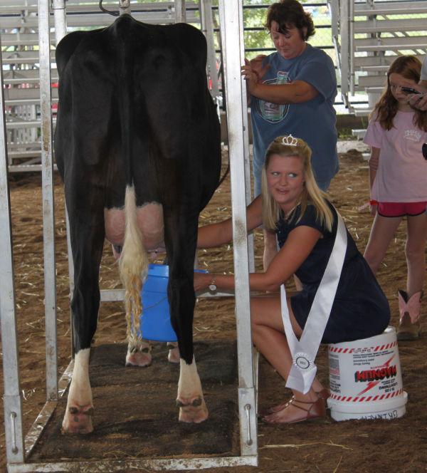 005 Milking Contest 2013.jpg
