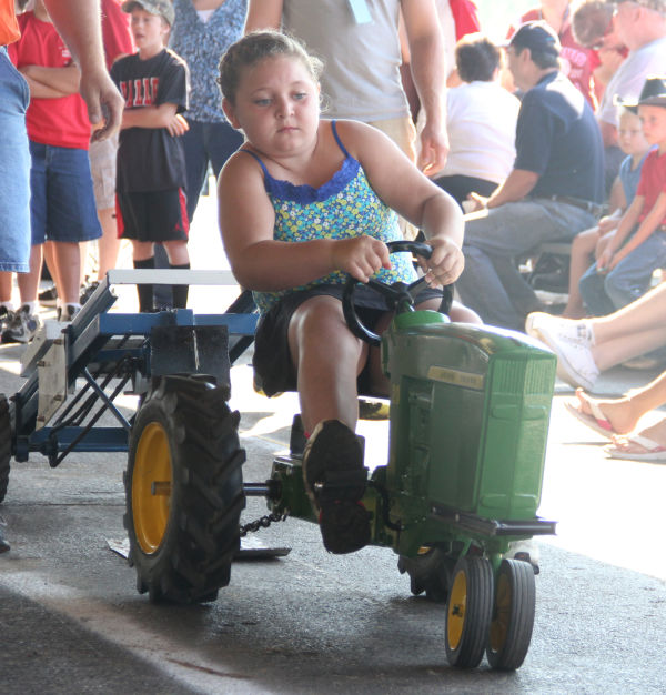 027 Pedal Tractor Pull 2013.jpg