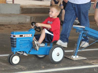 007 Fair Pedal Tractor.jpg