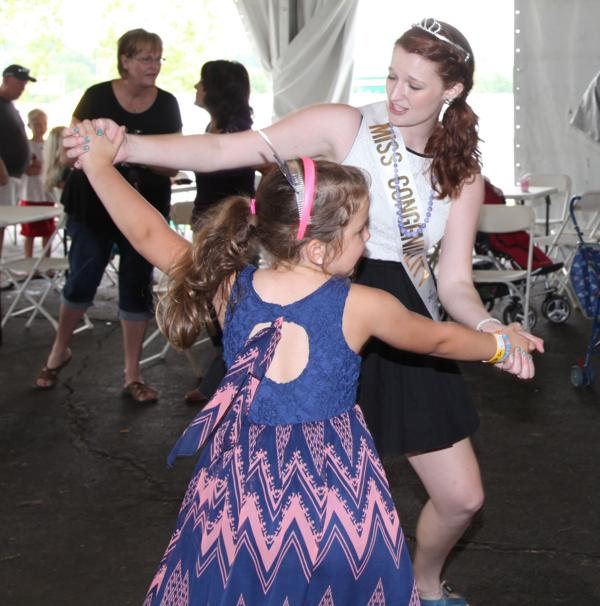 037 Queen for a Day 2014.jpg