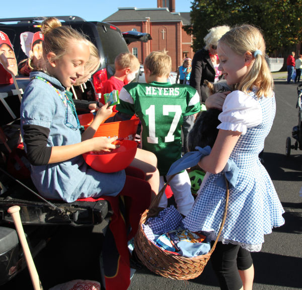 004 SFB grade school trunk or treat.jpg