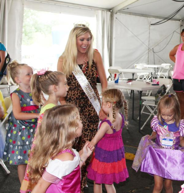 041 Queen for a Day 2014.jpg