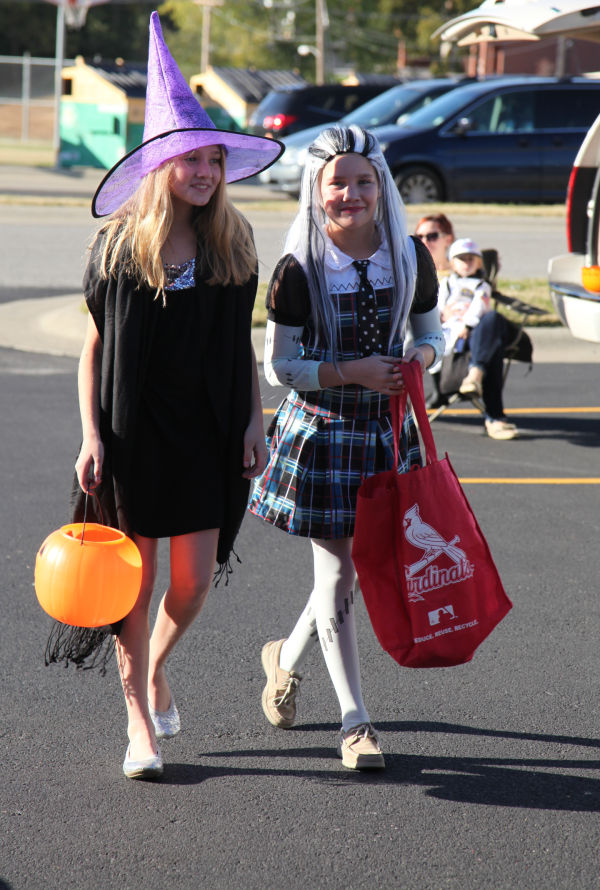 018 SFB grade school trunk or treat.jpg