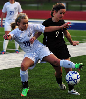 Soccer Lady Jays Stay Unbeaten In GAC Central Race With Wins