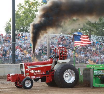 008 Fair Tractor Pull.jpg