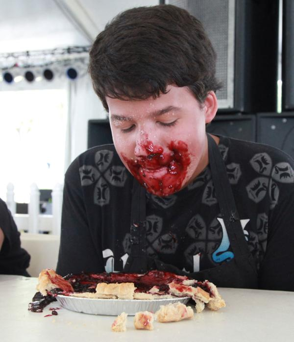 007 Pie eating Contest at fair 2014.jpg