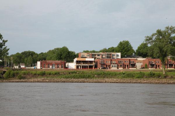 002 Pelicans on Missouri River.jpg