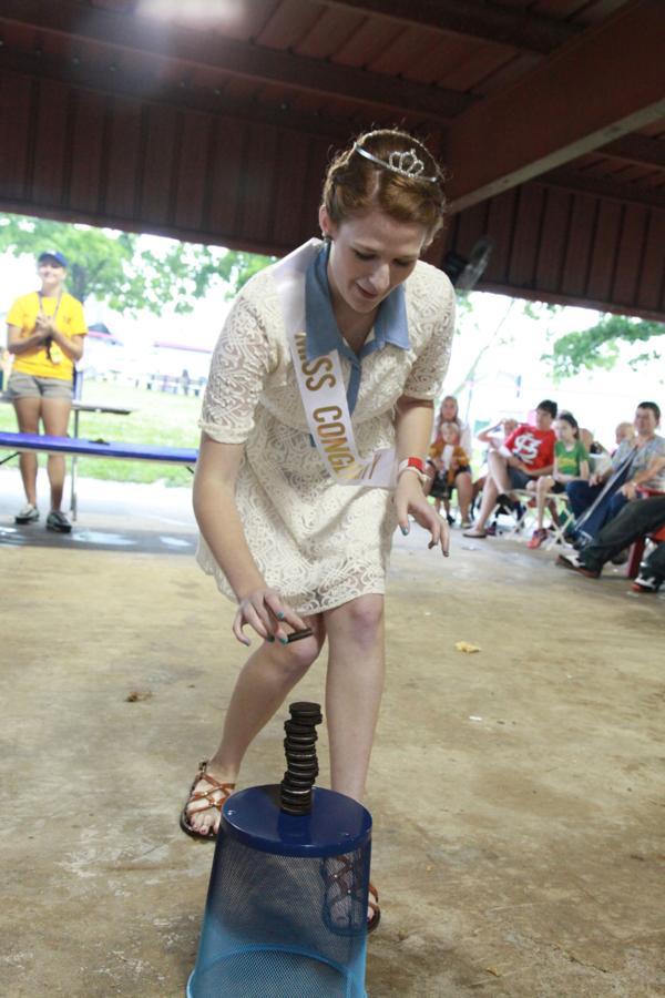 002 Fair Oreo Stacking Contest 2014.jpg