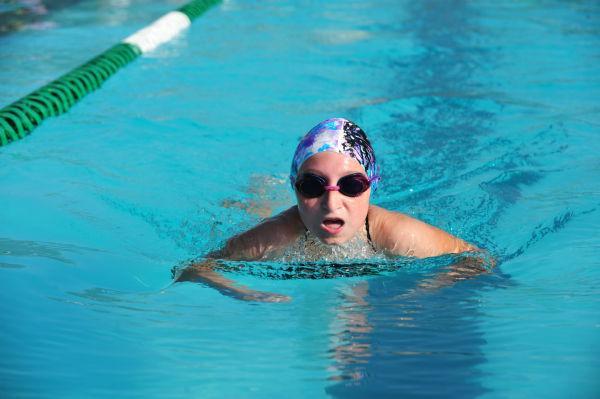 059UniIHSwim14.jpg