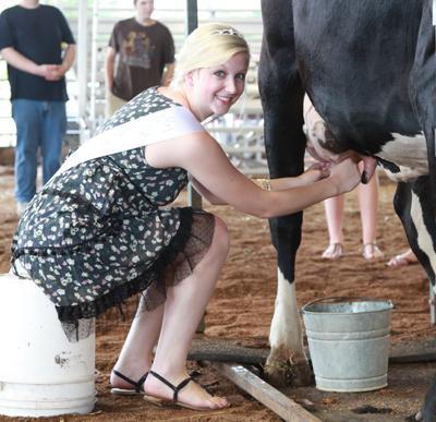 005 Fair Milking Contest.jpg