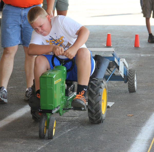 040 Pedal Tractor Pull 2013.jpg