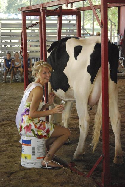 Milking Contest TC Fair 005.jpg