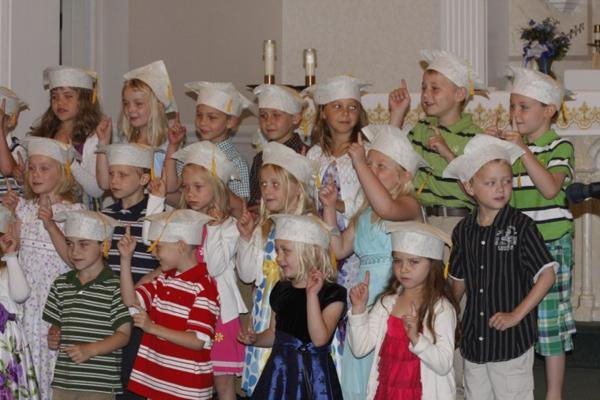 007 St. Gert Kindergarten Grad.jpg
