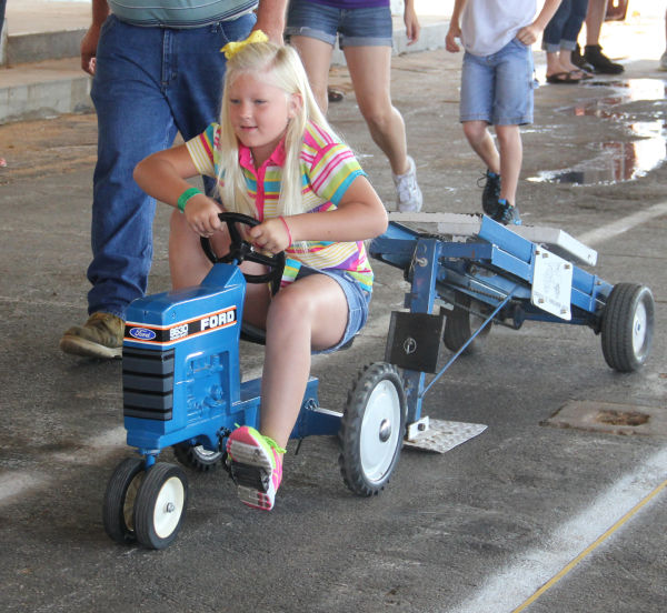 010 Pedal Tractor Pull 2013.jpg