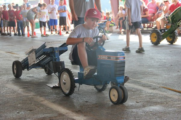 002 Pedal Tractor Pull 2013.jpg