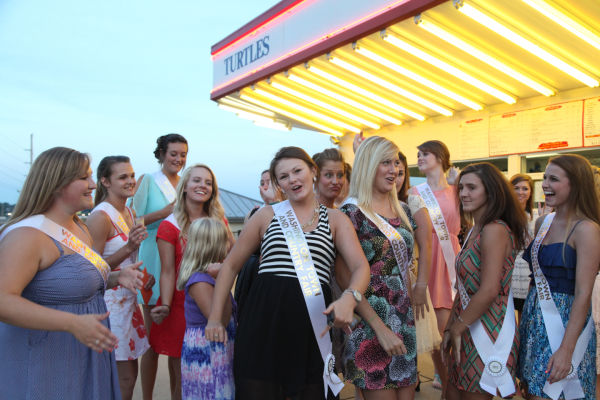 045 Fair Queens at Paradise.jpg