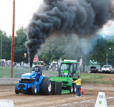 028 Fair Tractor Pull.jpg